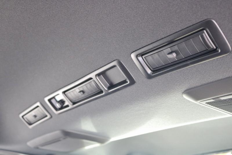 ブラックピラーや天井は特別仕様車のみの設定です。 | トヨタ ハイエースバン 2.0 スーパーGL 50TH アニバーサリー リミテッド ロングボディ ANV グラファイトM  ナビPKG