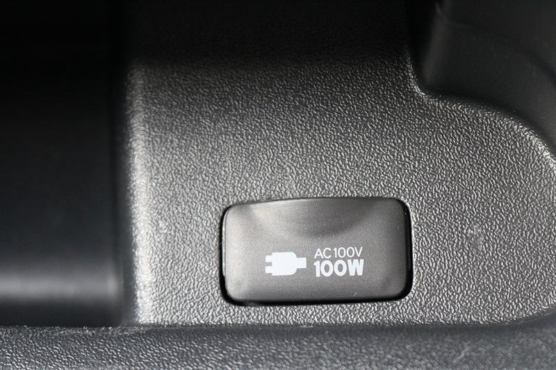 助手席には100Vアクセサリーコンセント!