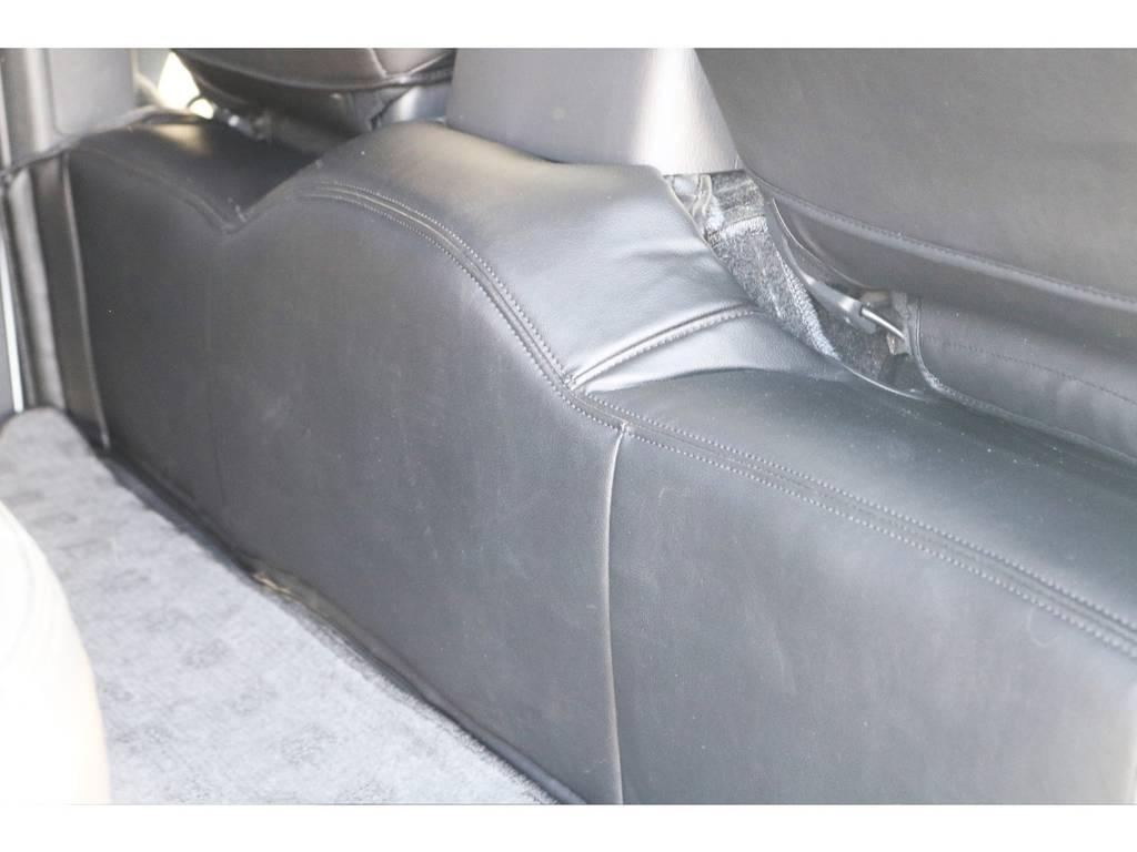 エンジンルームカバーで純正の絨毯を隠せます。