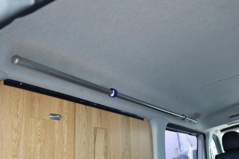 便利なサイドバー付き♪ | トヨタ ハイエースバン 2.0 スーパーGL ロング