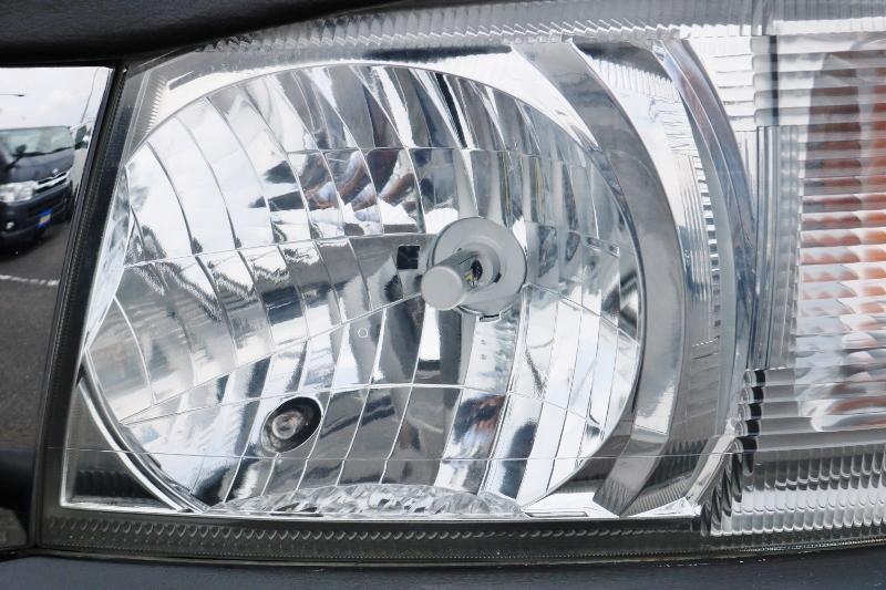 ヘッドライトはLEDに変更済み♪ | トヨタ ハイエースバン 2.0 スーパーGL ロング