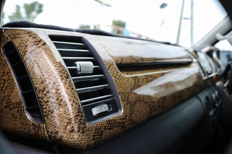 ゴージャスなインテリアパネル♪ | トヨタ ハイエースバン 2.0 スーパーGL ロング
