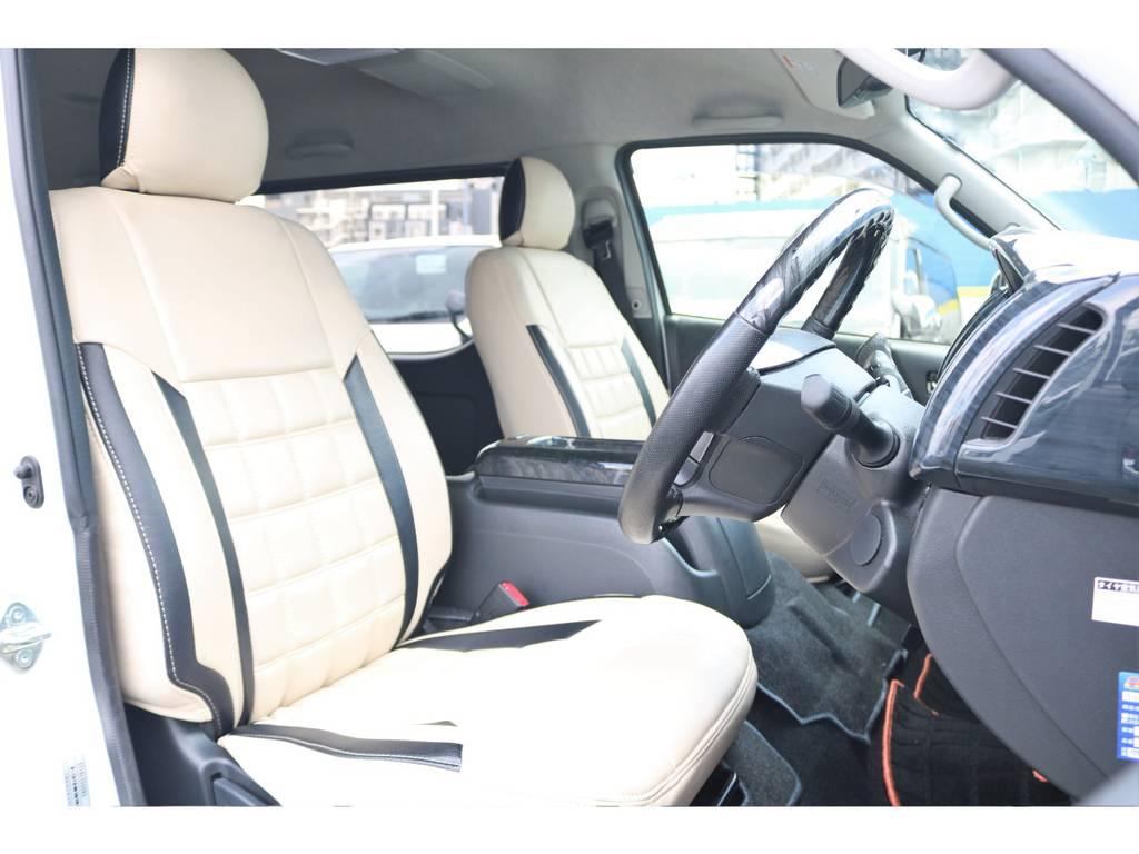 足元が広い運転席にもワッフルシートカバーでロングドライブも快適に!