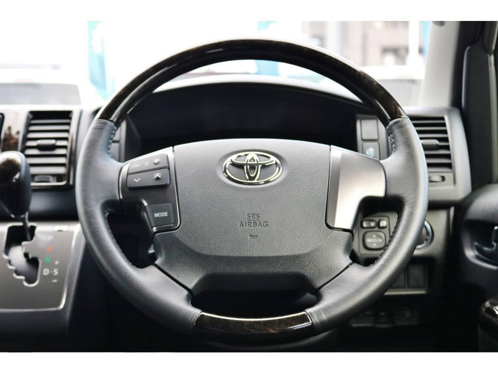 高級感のあるマホガニー調のステアリング! | トヨタ ハイエースバン 2.0 スーパーGL ダークプライム ロングボディ