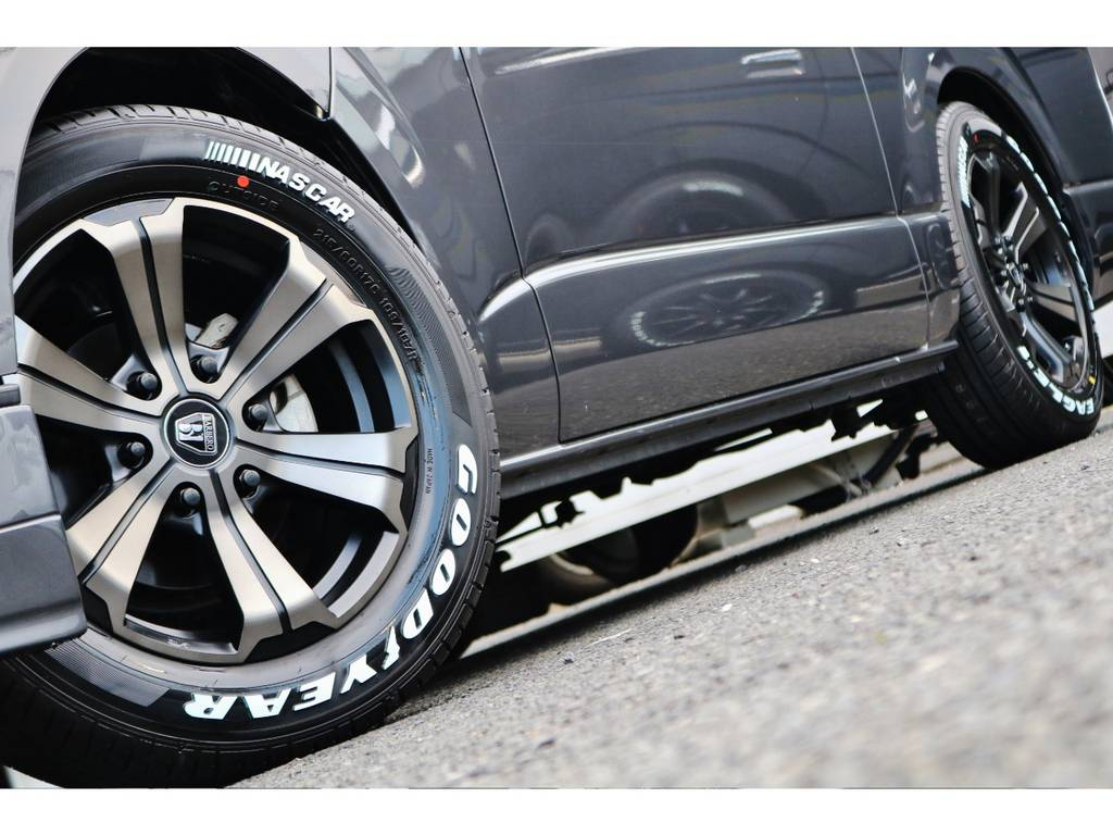 マット色とグレーの組み合わせは最高です! | トヨタ ハイエースバン 2.0 スーパーGL ダークプライム ロングボディ