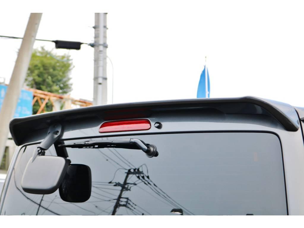 純正リアスポイラー付きなのでカッコいいです! | トヨタ ハイエースバン 2.0 スーパーGL ダークプライム ロングボディ