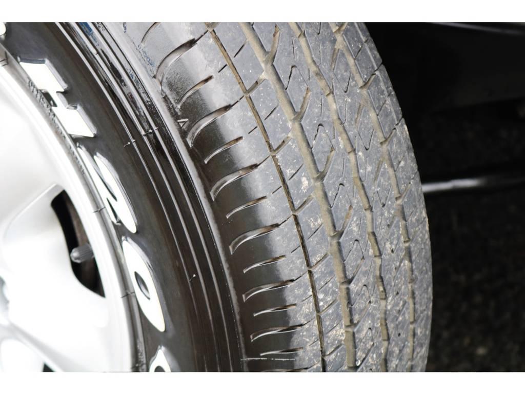 タイヤの溝はしっかり残っています。 | トヨタ ハイエースバン 2.7 DX ワイド スーパーロング ハイルーフ GLパッケージ 4WD 4WD ベット キャリア ヒッチカーゴ