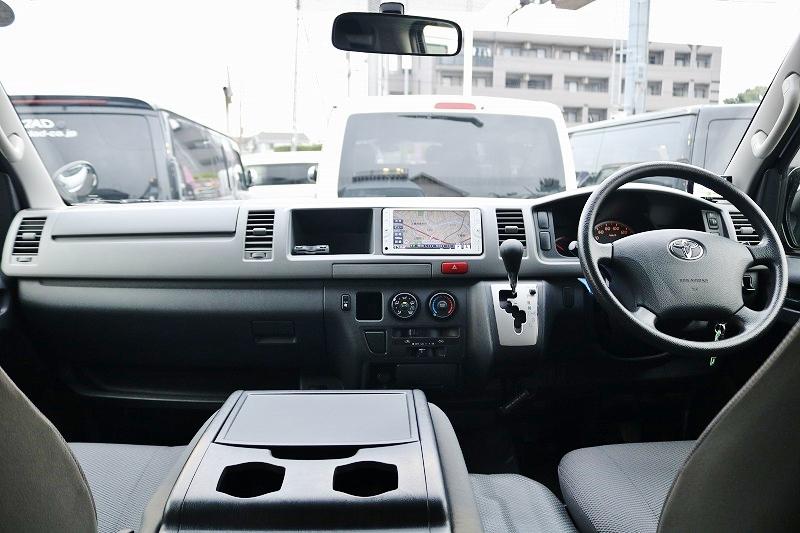 シンプルなフロント周り♪ | トヨタ ハイエースバン 2.7 DX ワイド スーパーロング ハイルーフ GLパッケージ 4WD 4WD ベット キャリア ヒッチカーゴ