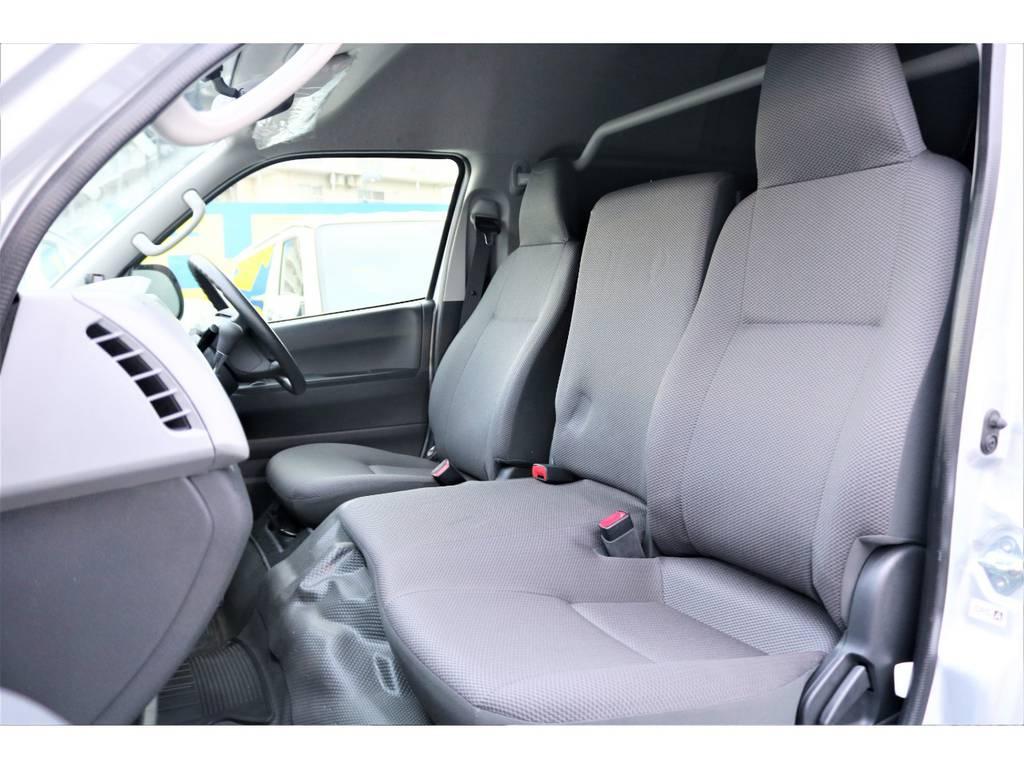 フロントは3人座れます♪ | トヨタ ハイエースバン 2.7 DX ワイド スーパーロング ハイルーフ GLパッケージ 4WD 4WD ベット キャリア ヒッチカーゴ