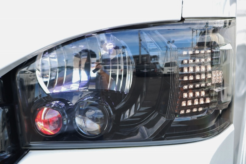 ヘッドライトはインナーブラックで引き締まってます!