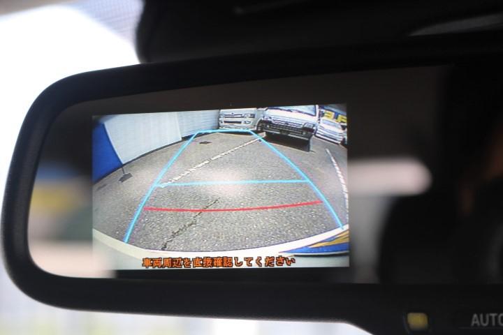 バックカメラ付き自動防眩ミラーがメーカーオプションで付いています!