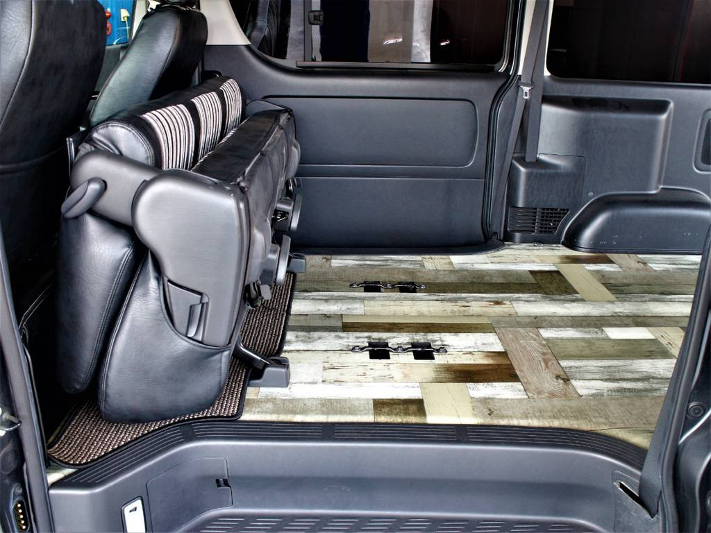 セカンドシートは折りたたみ可能です! | トヨタ レジアスエース 2.7 スーパーGL ワイド ミドルルーフ ロングボディ 4WD