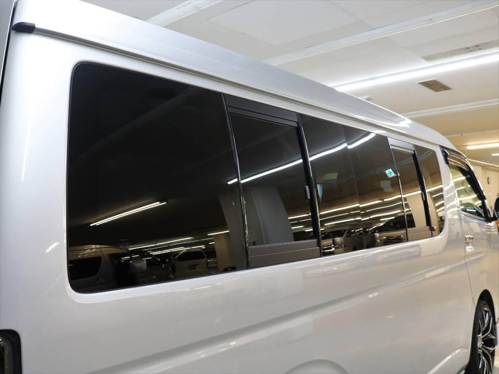 リアポジションの小窓装備車です!!   トヨタ ハイエース 2.7 GL ロング ミドルルーフ 4WD 新品20inDelf01 新品煌テール