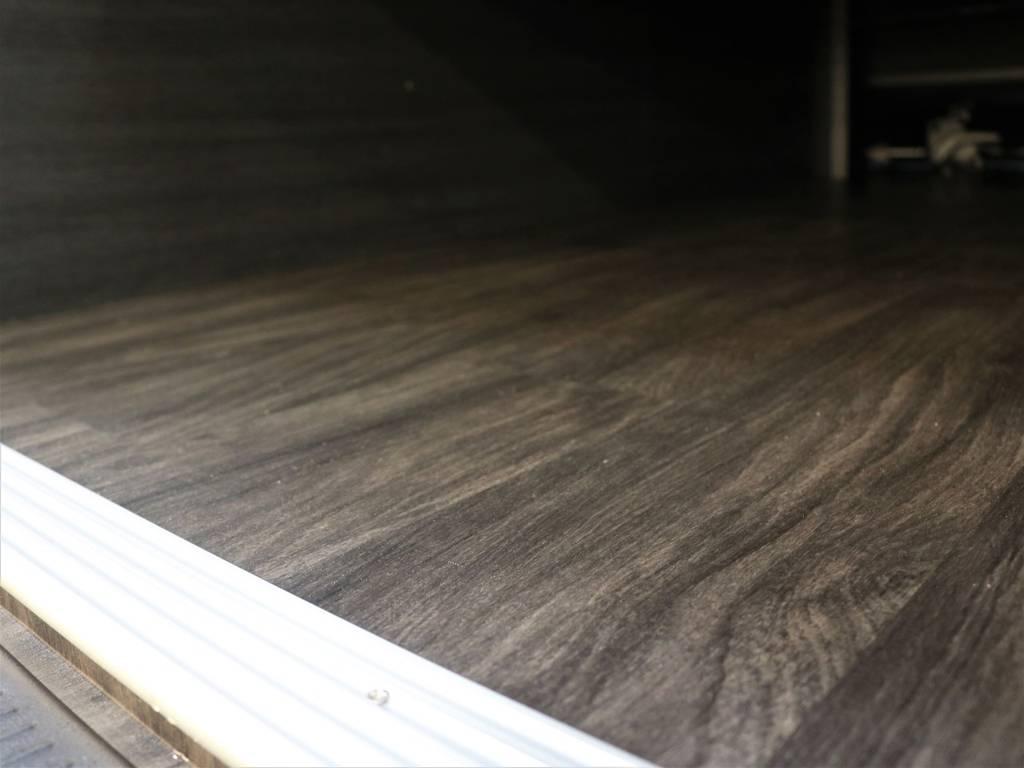 専用床張り施工済み! | トヨタ ハイエースバン 2.8 スーパーGL ダークプライムⅡ ロングボディ ディーゼルターボ 4WD FLEX Ver4内装架装