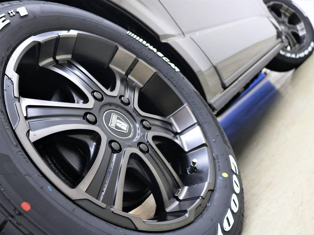 走行中のシルエットもかっこいいですよ! | トヨタ ハイエースバン 2.7 スーパーGL 50THアニバーサリー リミテッド ワイド ミドルルーフ ロングボディ4WD FLEXベッドキット 煌テール