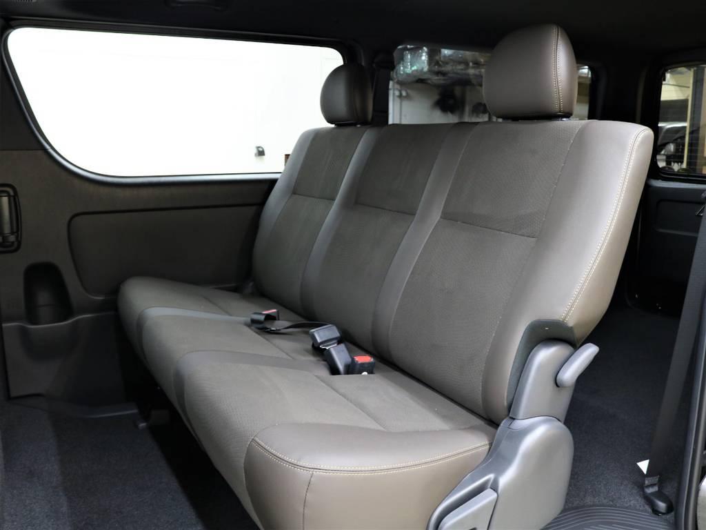 セカンドシートは折り畳み式になってます! | トヨタ ハイエースバン 2.8 スーパーGL 50TH アニバーサリー リミテッド ロングボディ ディーゼルターボ 4WD フロアボード施工