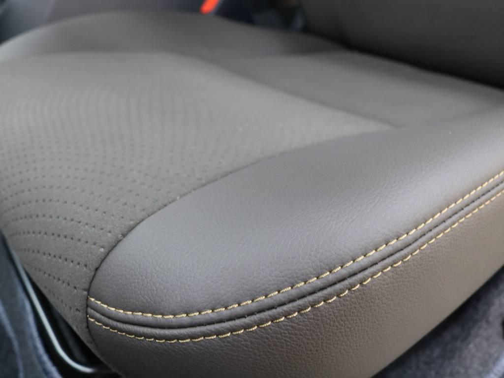 特別仕様車専用ダークブラウンハーフレザーシート! | トヨタ ハイエースバン 2.8 スーパーGL 50TH アニバーサリー リミテッド ロングボディ ディーゼルターボ 4WD フロアボード施工