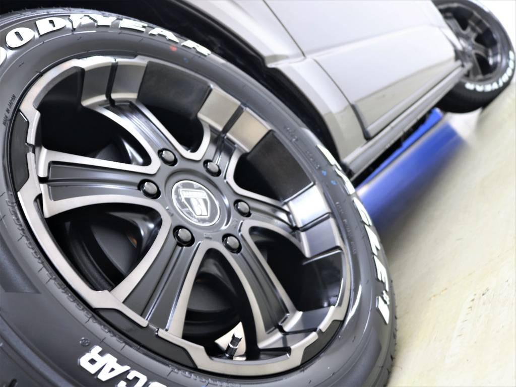 走行中のシルエットもカッコイイですよ! | トヨタ ハイエースバン 2.8 スーパーGL 50TH アニバーサリー リミテッド ロングボディ ディーゼルターボ 4WD フロアボード施工