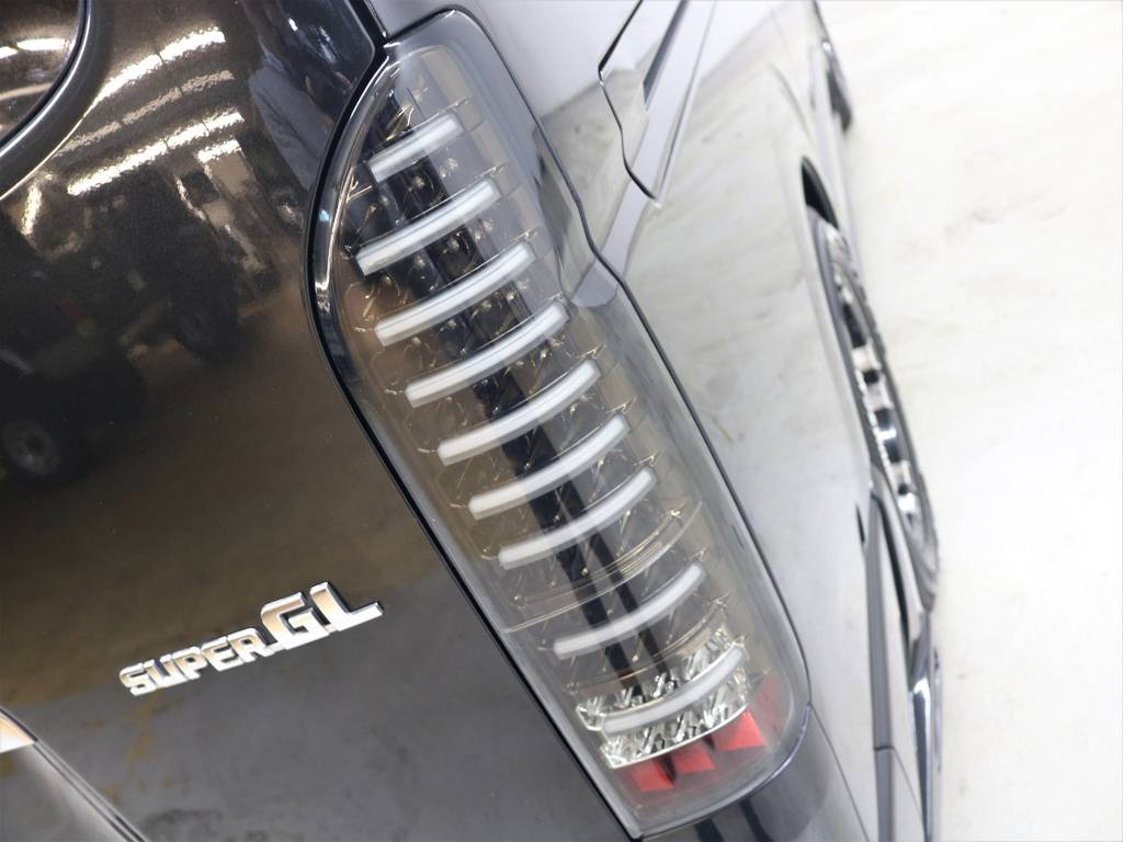 新品ヴァレンティLEDテールランプ! | トヨタ ハイエースバン 3.0 スーパーGL ロング ディーゼルターボ 4WD ユーアイマルチウェイフォルドベットキット