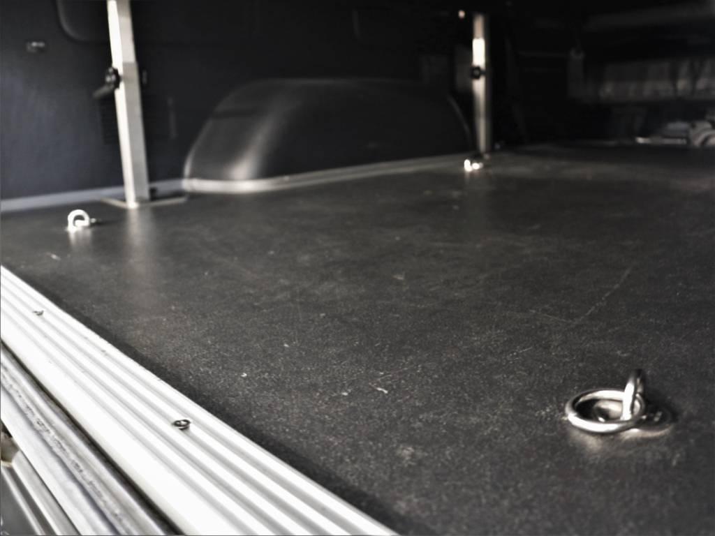純正床張り仕様です! | トヨタ ハイエースバン 3.0 スーパーGL ロング ディーゼルターボ 4WD ユーアイマルチウェイフォルドベットキット