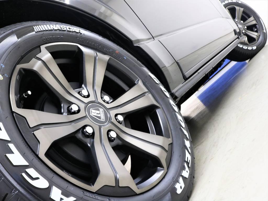 走行中のシルエットもかっこいいですよ! | トヨタ ハイエースバン 2.8 スーパーGL ダークプライムⅡ ロングボディ ディーゼルターボ 4WD フロアボード施工 ウィンカーミラー