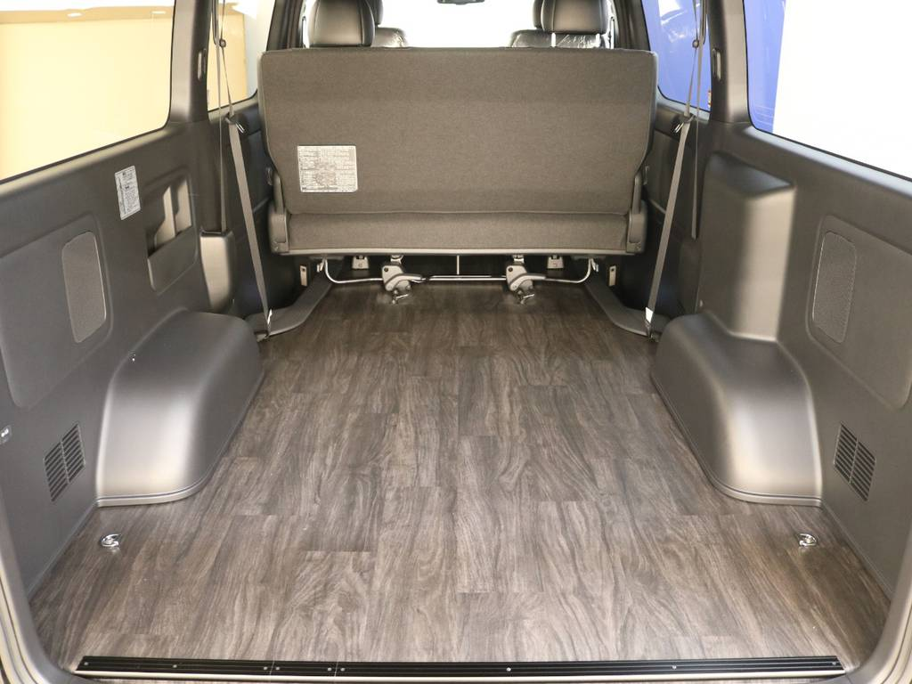嬉しい床張り施工済み! | トヨタ ハイエースバン 2.8 スーパーGL ダークプライムⅡ ロングボディ ディーゼルターボ 4WD フロアボード施工 ウィンカーミラー