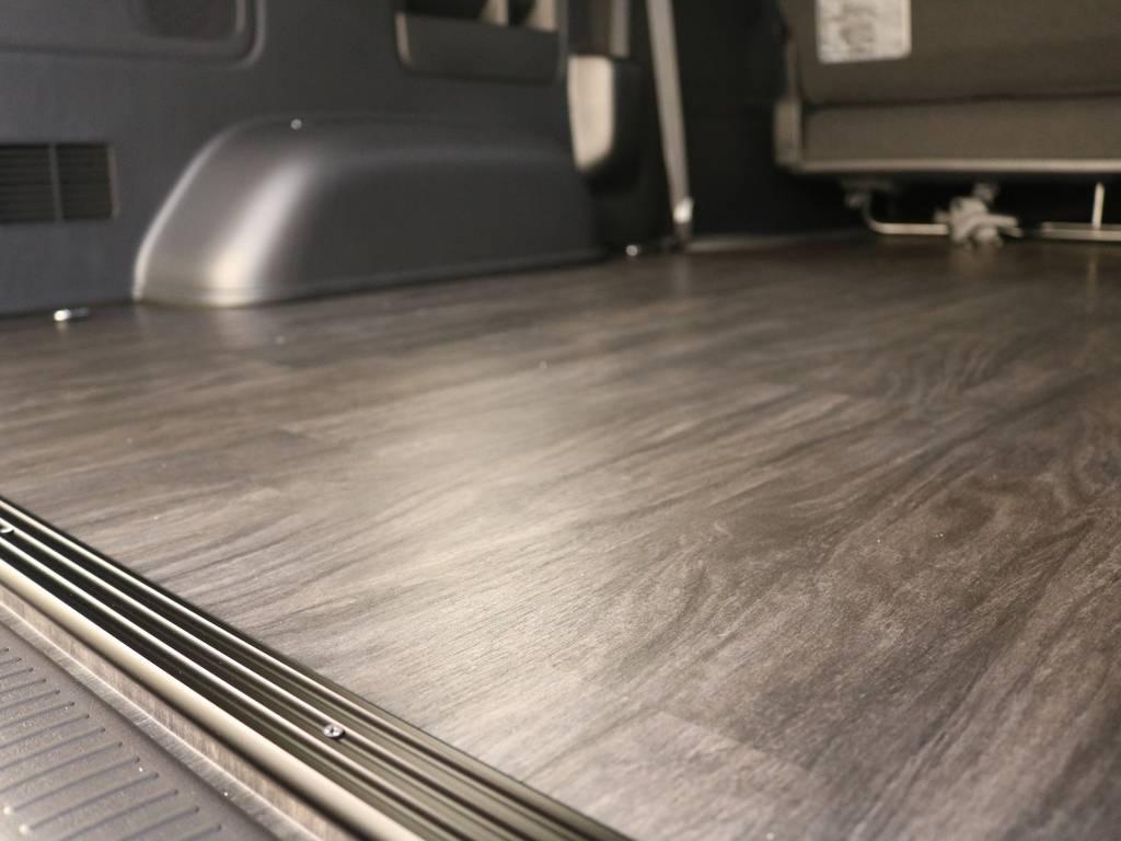 重い荷物もお掃除もばっちり! | トヨタ ハイエースバン 2.8 スーパーGL ダークプライムⅡ ロングボディ ディーゼルターボ 4WD フロアボード施工 ウィンカーミラー