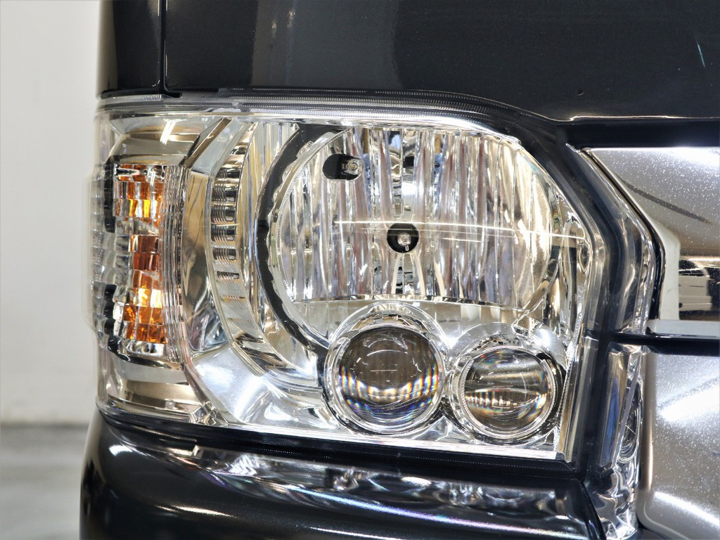 LEDヘッドランプなどメーカーオプションはフル装備!