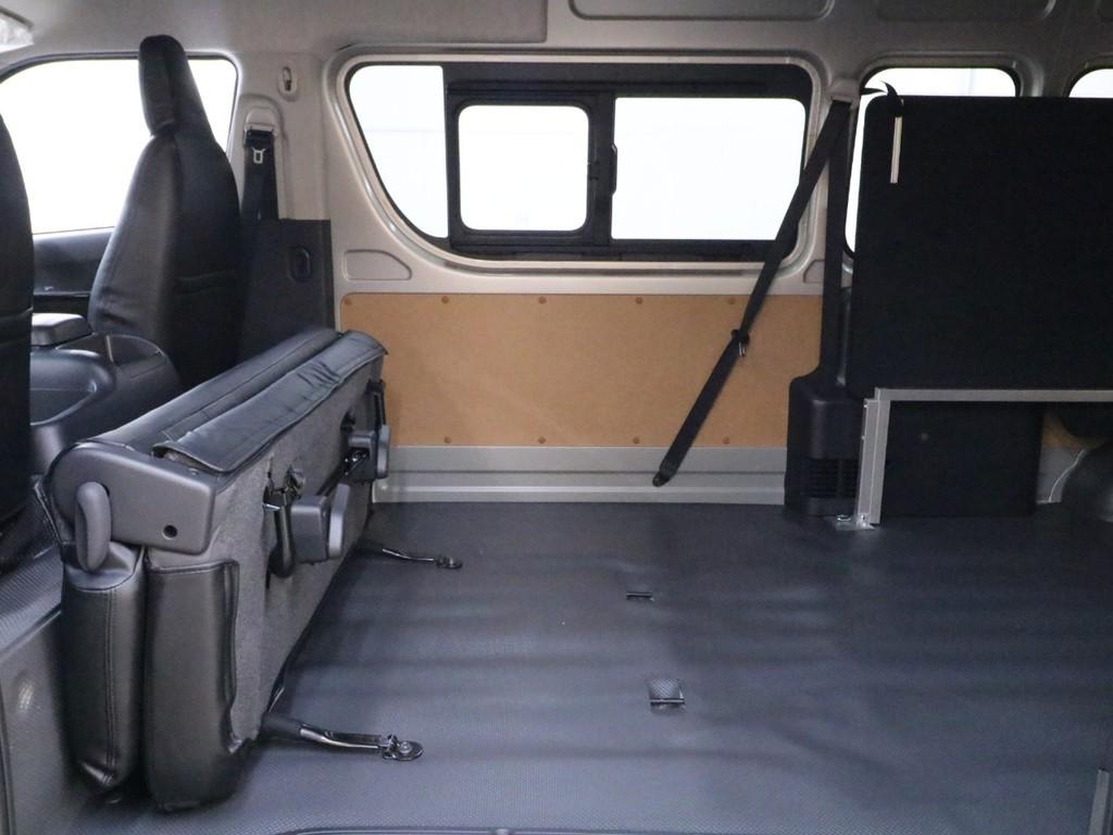 2列目シートを折り畳むことで収納スペースがさらに広くなります!