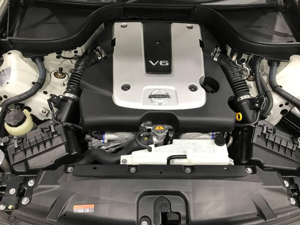 良いエンジン音を奏でてくれる楽器がこちら。2500ccという排気量でもしっかりした加速と重厚間を感じるエンジン音は一度乗ると癖になります。
