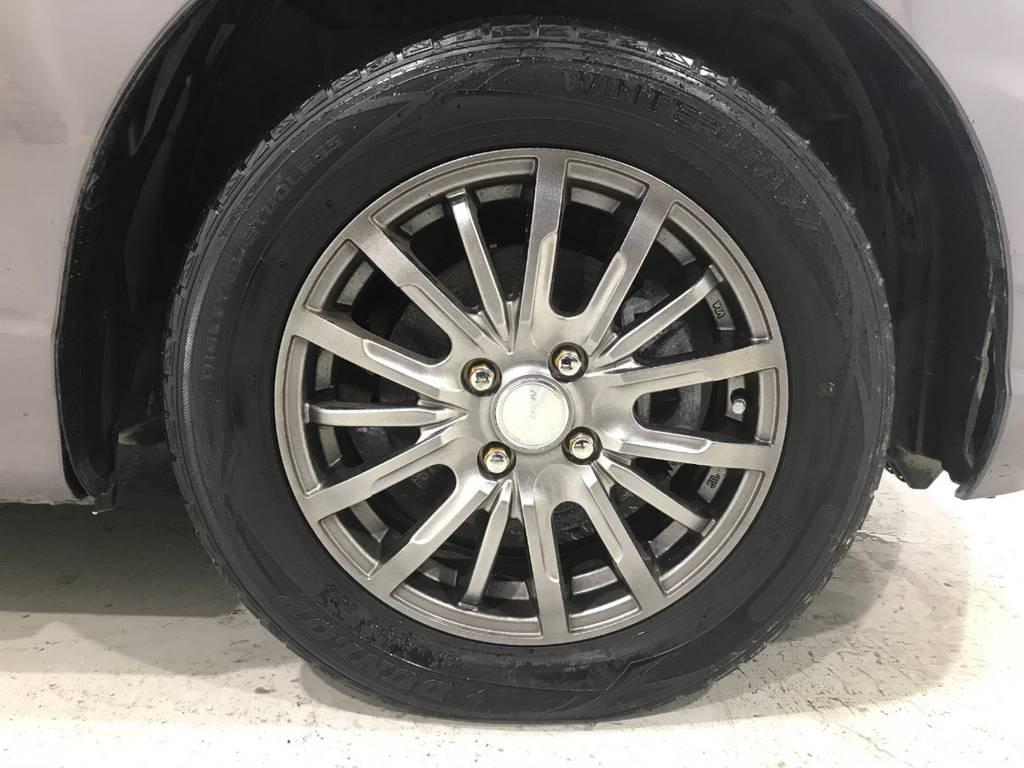 社外アルミですが車体の色とのバランスが取れていて良いカスタムに感じられます。もちろん他のアルミに変えたい方はお気軽にお申し付け下さい。