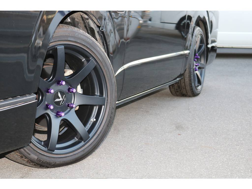 オシャレは足元から☆ ボディーカラーとの相性も良いカラーリングですよね☆ | トヨタ ハイエース 2.7 GL ロング ミドルルーフ