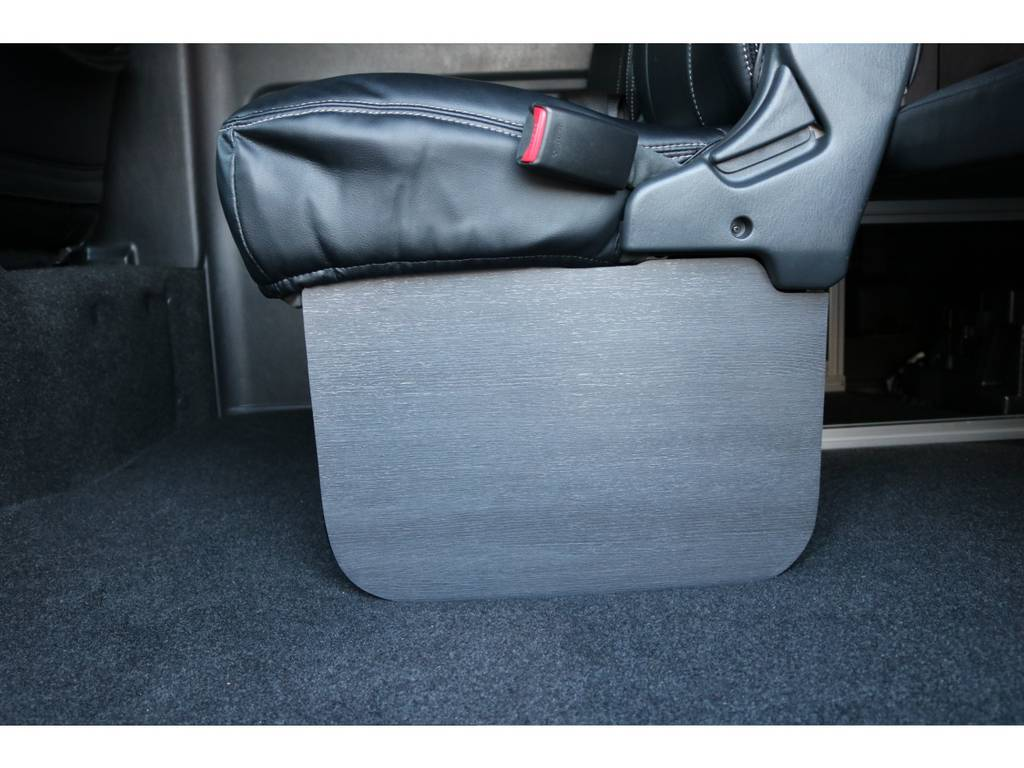 新品フットパネルを装着することで、スライドドアをオープンにした時の質素感がなくなりますね☆ | トヨタ ハイエース 2.7 GL ロング ミドルルーフ