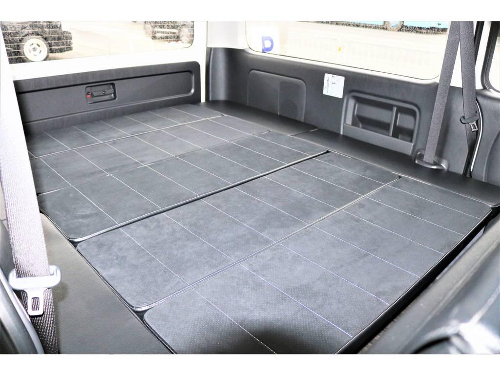 センターに4枚のベッドキットを装備しております | トヨタ ハイエースバン 2.7 スーパーGL ワイド ロング ミドルルーフ ダークP TSS付Ver8D/P
