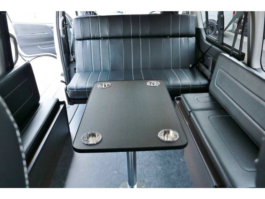 テーブルセット完備! | トヨタ ハイエース 2.7 GL ロング ミドルルーフ 4WD TSS付!寒冷地仕様!アレンジAS!