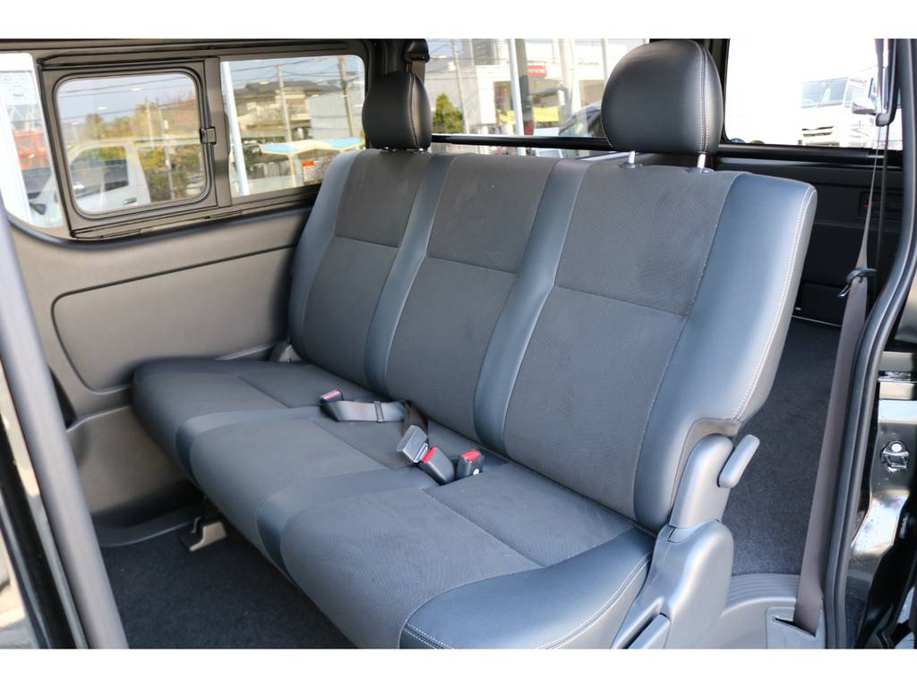 後席シートベルトは標準装備です。   トヨタ ハイエースバン 2.8 スーパーGL ダークプライムⅡ ロングボディ ディーゼルターボ ☆LEDエディション☆