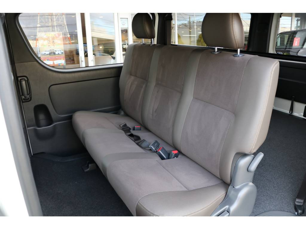 後席シートベルトは標準装備です。 | トヨタ ハイエースバン 2.8 スーパーGL 50TH アニバーサリーLTD ワイド ミドルルーフ ロングボディ Dターボ 2カメラドライブレコーダー搭載