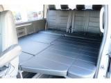 テーブルを外せばベッド空間です。全国納車お受け致します。 お気軽にお問合せ下さいませ。 TEL:072-730-7760