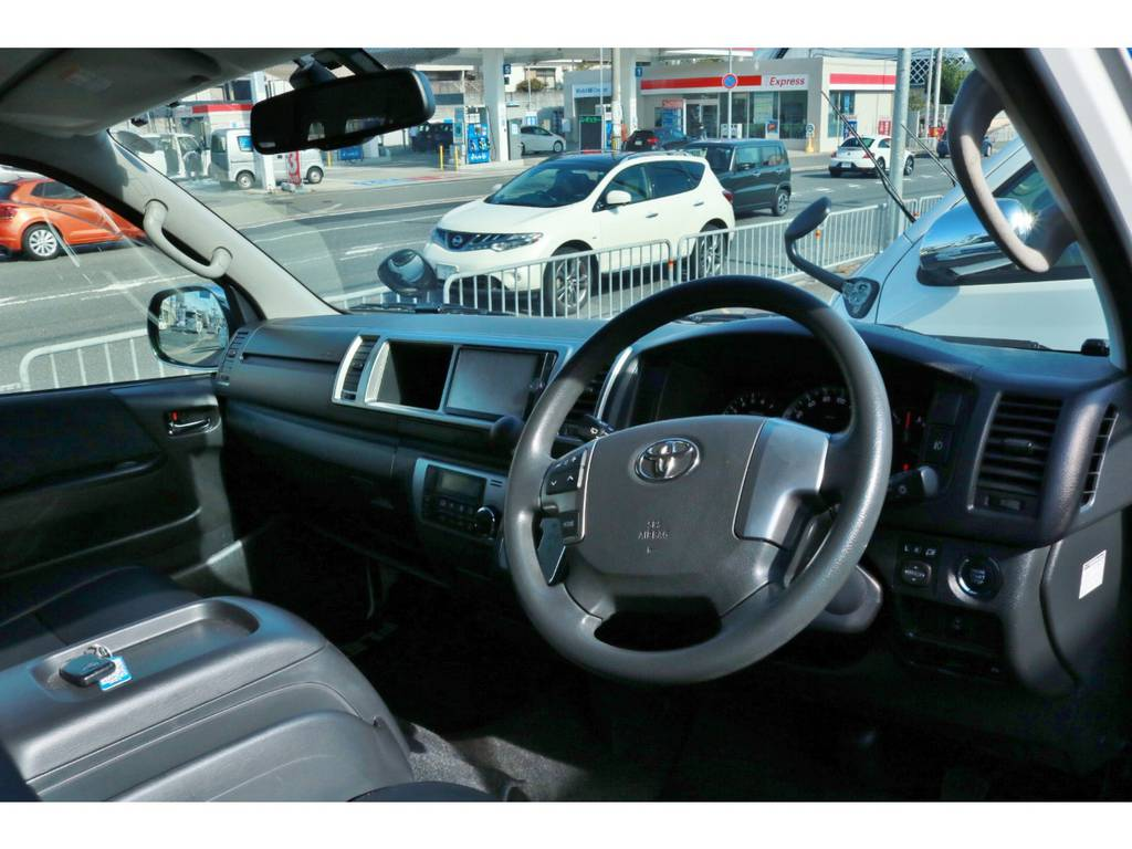 Wエアバッグ&ABS標準装備です。 | トヨタ ハイエース 2.7 グランドキャビン 4WD ベットキット完備