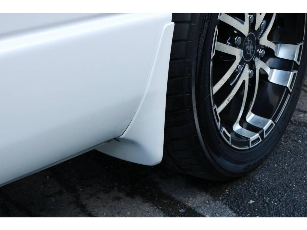 純正カラードマッドガード完備! | トヨタ ハイエース 2.7 グランドキャビン 4WD ベットキット完備