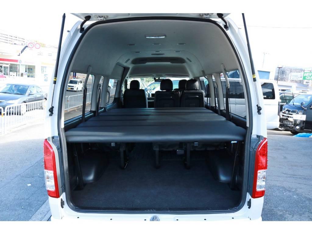 フルベットモード!広大なベットスペースが確保でき、家族みんなで車中泊できちゃいますね! | トヨタ ハイエース 2.7 グランドキャビン 4WD ベットキット完備
