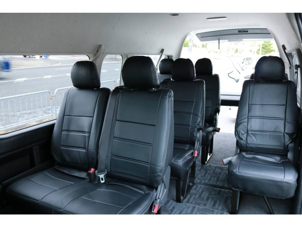 もちろん前向き10人乗り乗車も可能です! | トヨタ ハイエース 2.7 グランドキャビン 4WD ベットキット完備