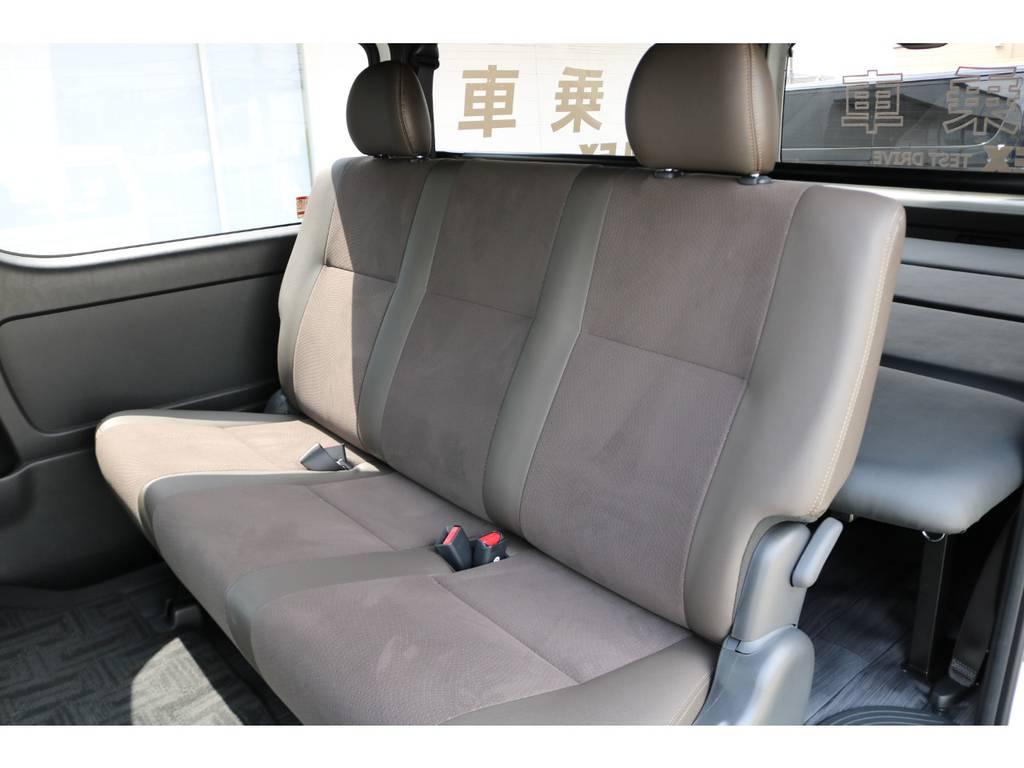 後席シートベルト標準装備です。
