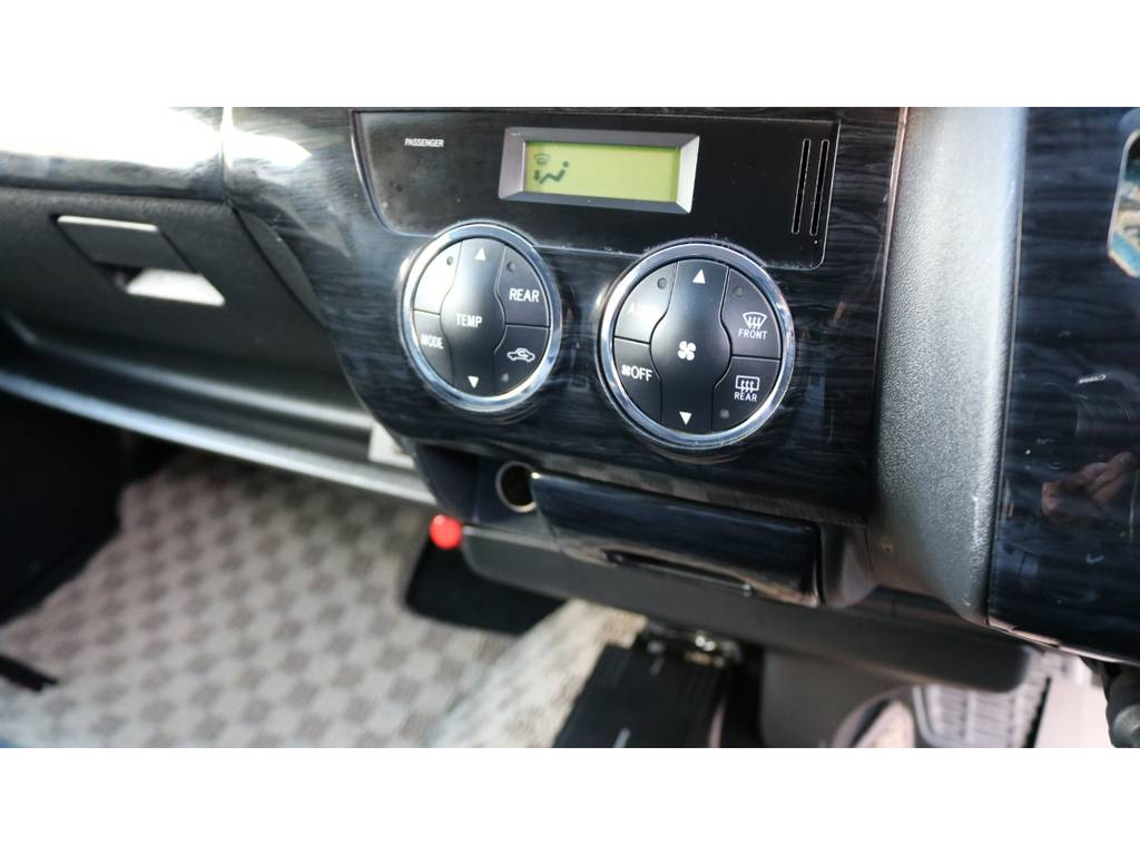 オートエアコン標準装備! | トヨタ ハイエース 2.7 グランドキャビン 3列シート8人乗りキャンピング