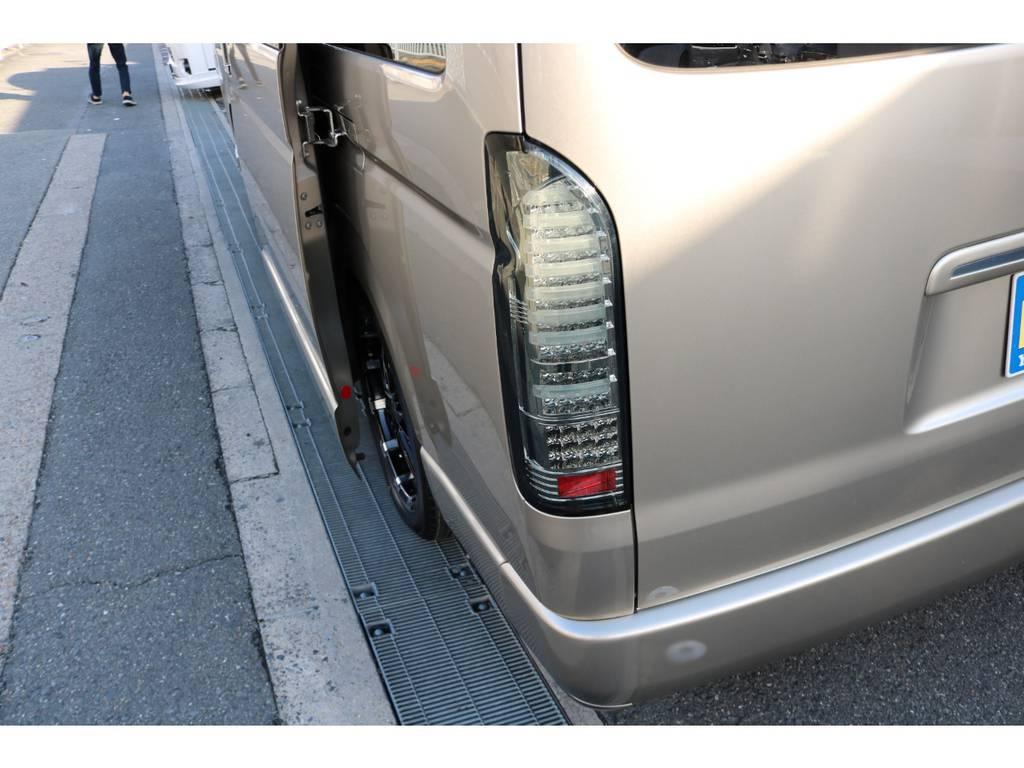 LEDテール! | トヨタ ハイエース 2.7 グランドキャビン 3列シート8人乗りキャンピング