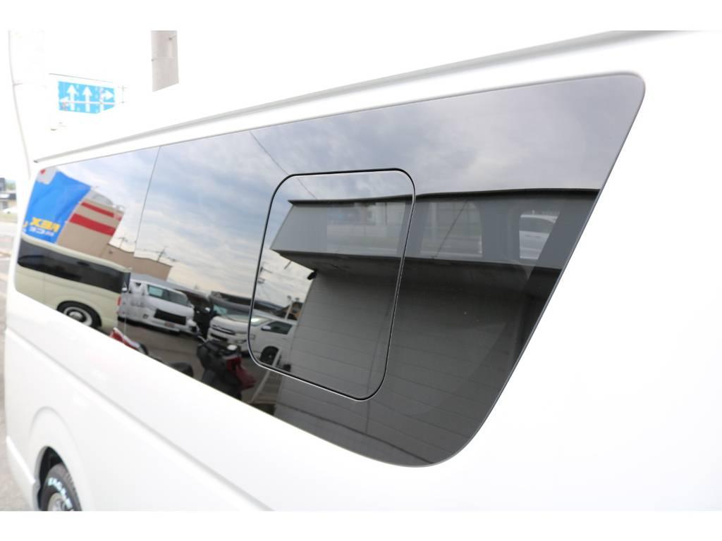 右サイドガラス小窓付き!現車は大阪店に展示中につき即納車可能!全国納車も承ります!お気軽に大阪店までお問い合わせください!