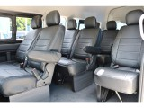 スーパーロングサイズの大空間が広がります!運転席側のシートにはアームレスト付き!