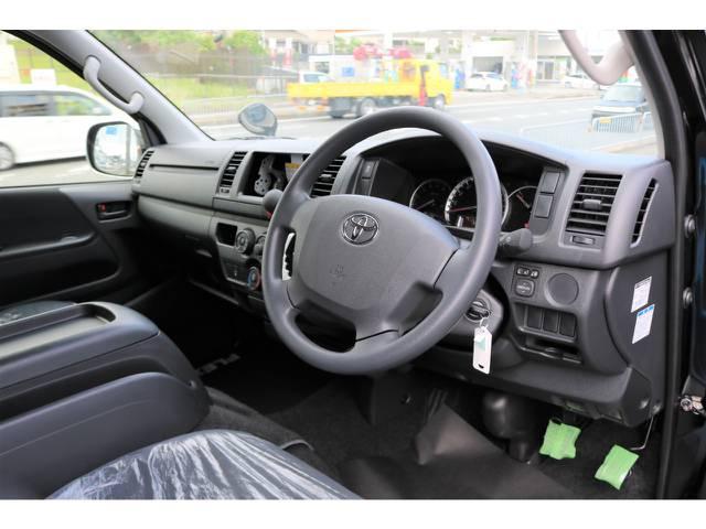 運転席エアバッグ&ABS&横滑り防止装置標準装備です。