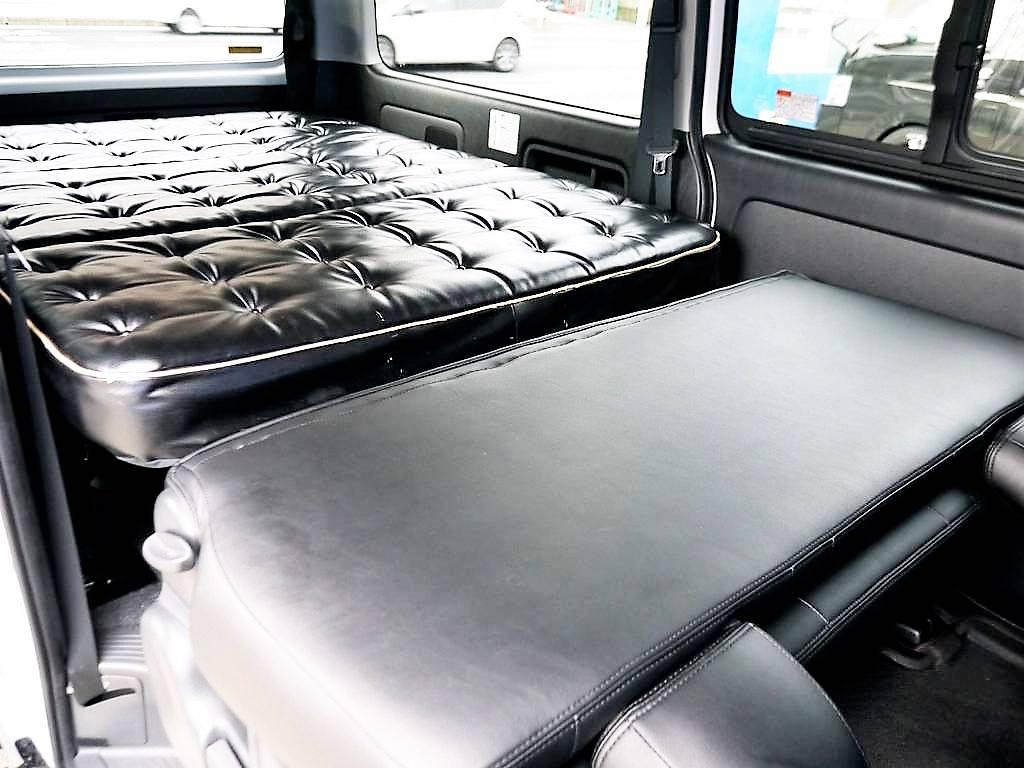 後席の背面を利用すると全長2?級のベッドになります☆