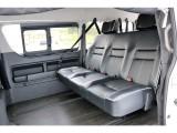 ロングスライドレール採用のバタフライシートで様々なシート配列が可能です!